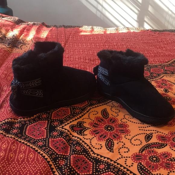 Black faux fur lined house shoes